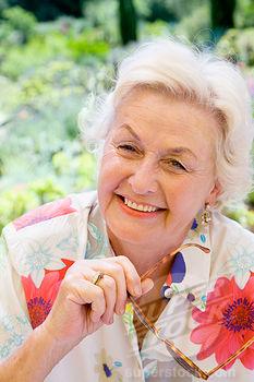 Las mujeres mayores sufren sudores nocturnos después de la